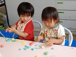 幼稚園 小麦粉粘土あそび 6月5日(火)