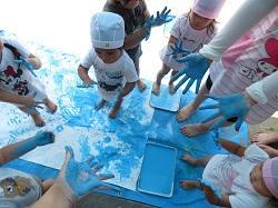 幼稚園 フィンガーペインティング 7月17日(火)